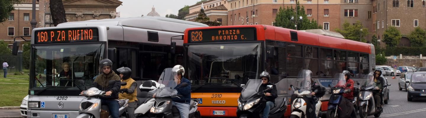 Bussen en trams in Rome